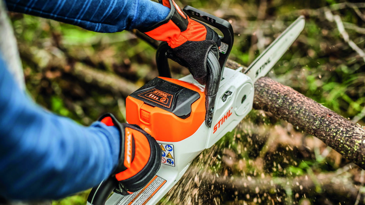 Learn to control chainsaw